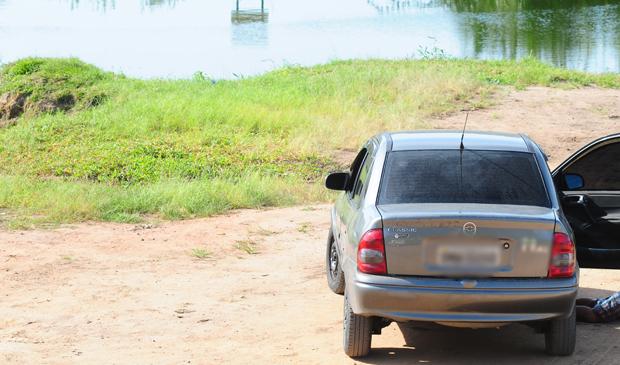 Vítima foi encontrada às margens da lagoa Jacunem. (Foto: Edson Chagas / Jornal A Gazeta)