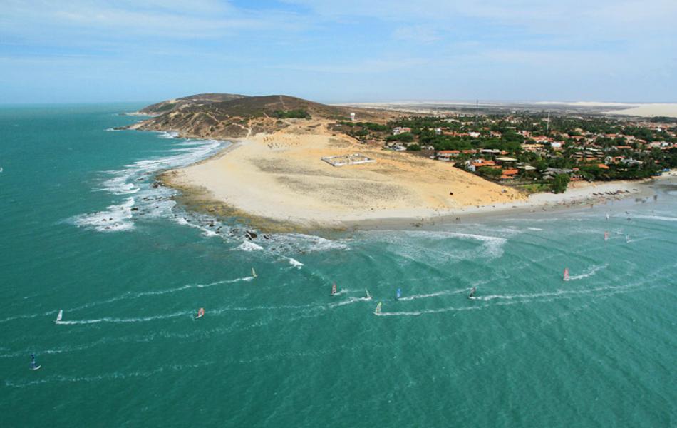 A Praia de Jericoacoara, localizada na cidade de Jijoca, a 284 quilômetros de Fortaleza, é uma das mais procuradas e belas do país.