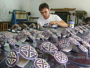 Ribeira concentra produção artesanal à base de couro (Foto: Karoline Zilah/G1)