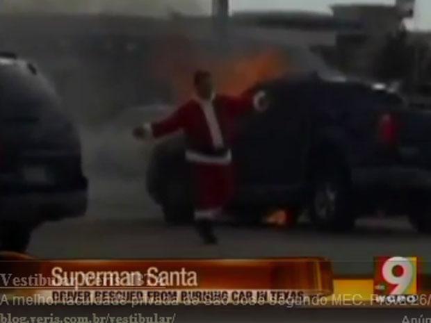 Papai Noel salva motoristas após acidente no Texas (Foto: Reprodução de vídeo)