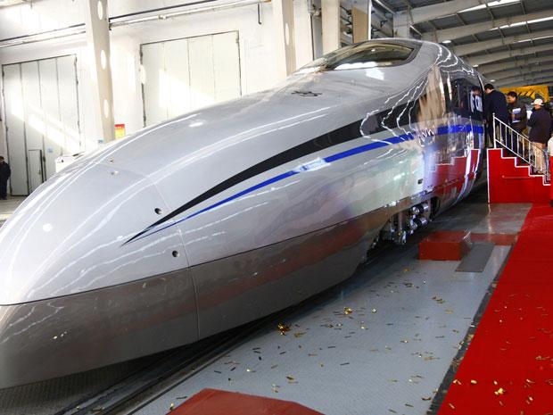 Trem experimental, com seis vagões, tem uma potência de 22.800 quilowatts (Foto: China Daily/Reuters)
