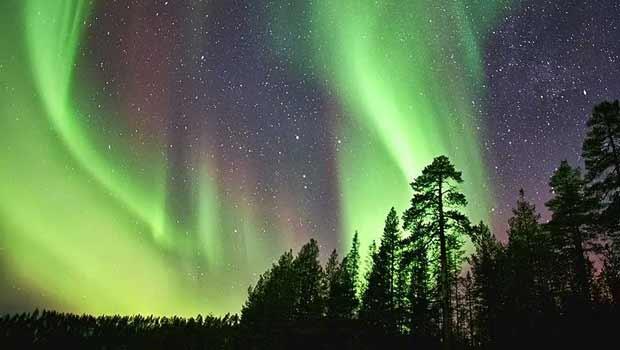 Turistas viram 'caçadores' de aurora boreal em países no Ártico   (Foto: © Andy Keen www.aurorahunters.com)