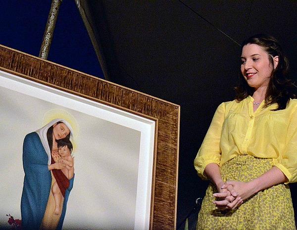 Designer Lara Denys venceu concurso nacional para escolha da imagem da Nossa Senhora da Amazônia (Foto: Arquivo Pessoal)