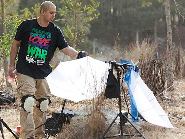 O autor das imagens (Foto: Nadav Bagim (AimishBoy)/www.aimishboy.com/BBC)