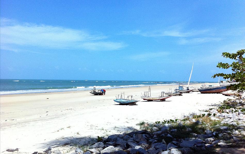A praia de Flecheiras é um dos destinos mais indicados para quem procura belas paisagens e tranquilidade.