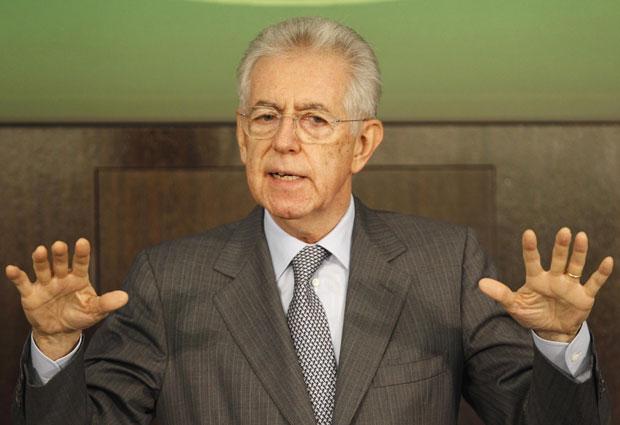 Mario Monti fala em entrevista coletiva de final de ano nesta quinta-feira (29) (Foto: Giampiero Sposito/Reuters)