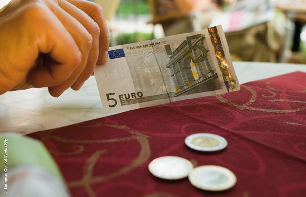 O FIM do dinheiro: Itália proíbe transações em dinheiro acima de 50€ para 2013