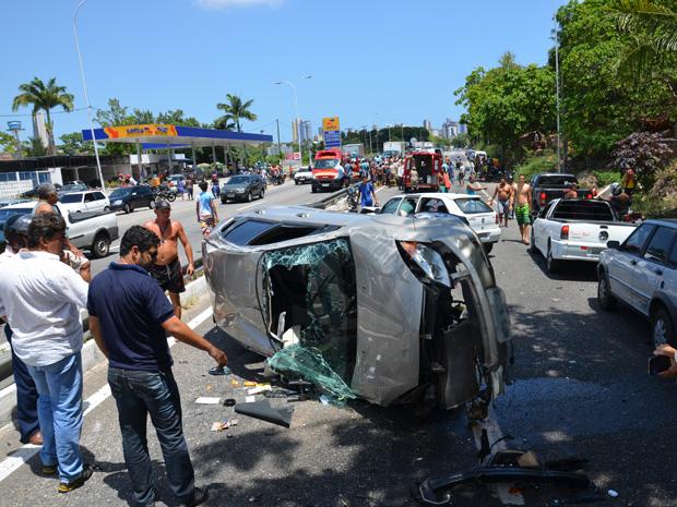 Acidente na BR-230 em João Pessoa deixa um morto  (Foto: Walter Paparazzo/G1)