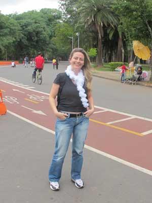 A artista plástica Cintia quer em 2012 fazer caminhadas três vezes por semana (Foto: Márcio Pinho)