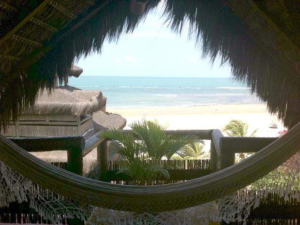 Suíte do Orixás Art Hotel, com vista privilegiada para a praia, é uma das preferidas de quem se hospeda em Flecheiras (Foto: Gabriela Alves/G1 Ceará)