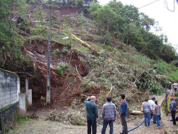 As fortes de chuvas que têm atingido Ouro Preto, na Região Central de Minas, provocaram diversos deslizamentos de terra na cidade histórica. (Foto: Divulgação / Daniel Palazzi / PMMG Ouro Preto)