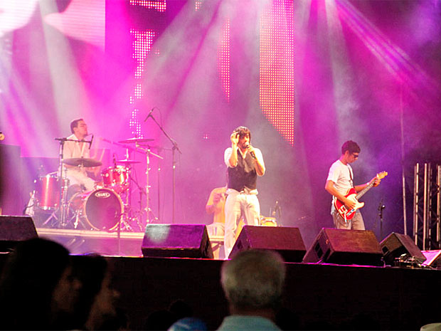 Banda Del Rey anima palco na Avenida Boa Viagem