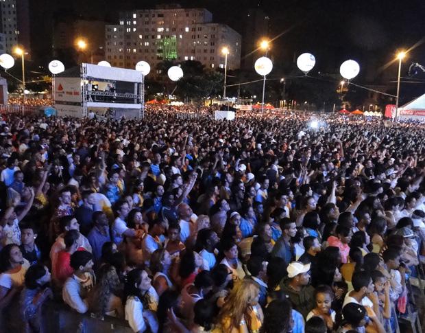 Público curte shows e espera a chegada de 2012 (Foto