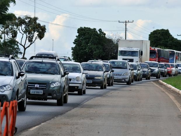 Movimento na BR-040, saída Sul do Distrito Federal, tem movimento intenso neste fim de semana. (Foto: Valter Campanato/ABr)