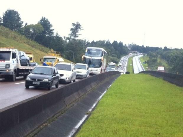 Congestionamento na BR-376 de Santa Catarina para o Paraná (Foto: Gisah Batista/ RPC TV)