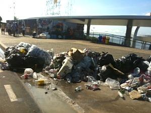 Estimativa é que sejam recolhidos de 30 a 40 toneladas de lixo (Foto: Carlos Eduardo Matos/ G1 AM)