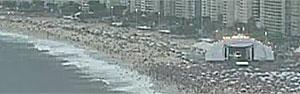 Imagem acelerada mostra  chegada do público a Copacabana (G1)