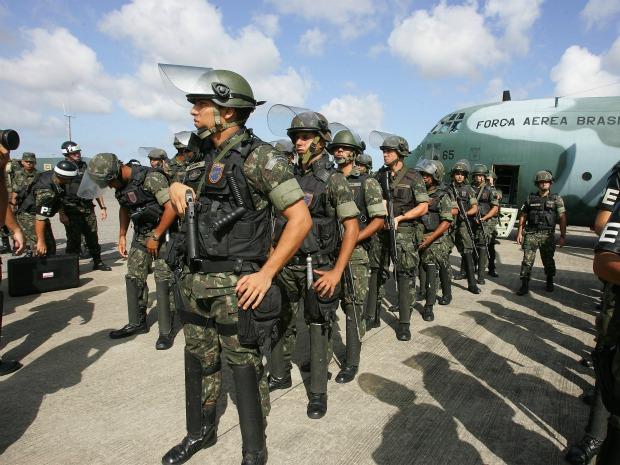 Por conta da paralisação, soldados do exército e membros da Força Nacional fazem o policiamento no estado do Ceará. (Foto: Agência Diário)