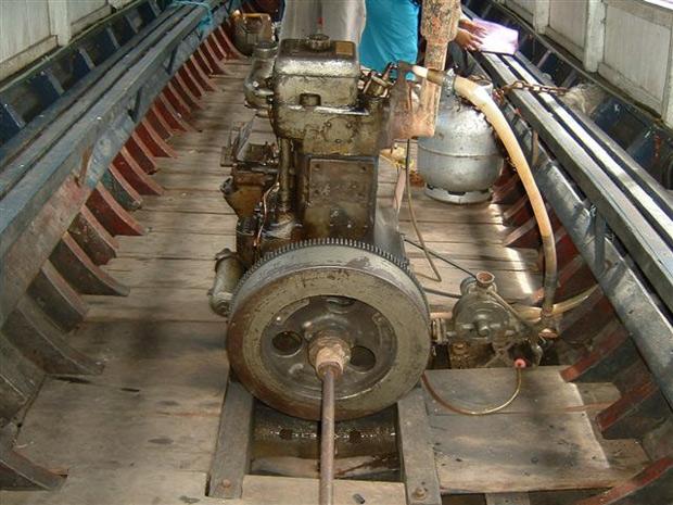 Eixo do motor de embarcação, sem proteção, onde costumam ficar presos os cabelos das vítimas escalpeladas (Foto: Arquivo/Defensoria Pública da União)