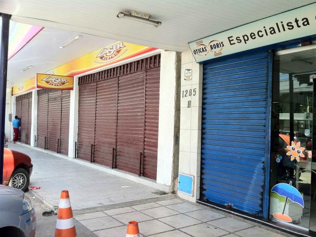 Muitas lojas da Av. Gomes de Matos fecharam as portas na manhã desta terça-feira (3) (Foto: Gisleine Carneiro/TV Verdes Mares)
