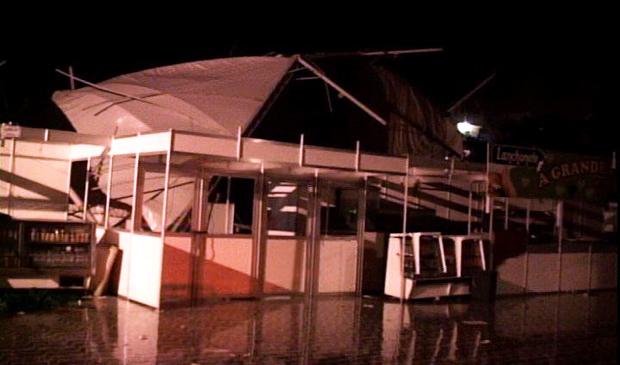 Estrutura desabou e um turista morreu, em Piúma. (Foto: Reprodução / TV Gazeta)