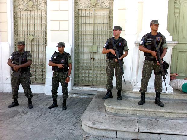 813 homens do Exército Brasileiro e 204 da Força Nacional de Segurança estão de prontidão para reforçar a segurança no Estado (Foto: André Alencar/TV Verdes Mares)