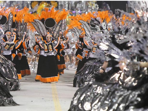 Desfile da escola Gaviões da Fiel em 2011 na passarela do Anhembi (Foto: Daigo Oliva/G1)
