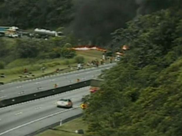 Ônibus pegou fogo na Serra do Mar (Foto: Divulgação/Ecovia)