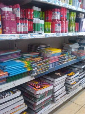 Venda de material escolar em Itapetininga, SP (Foto: Lynne Aranha/ G1)