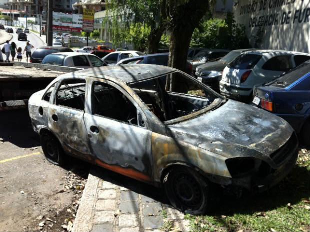 Motorista que estava preso no porta-malas conseguiu escapar antes da explosão (Foto: Divulgação/Polícia Civil)
