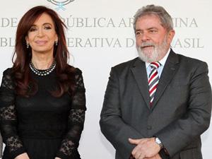 O ex-presidente Luiz Inácio Lula da Silva e a presidente da Argentina, Cristina Kirchner, na embaixada em Brasília, em 2010 (Foto: Roberto Stuckert Filho/PR)