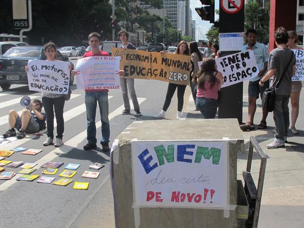 Estudantes fizeram protestaram contra os critérios adotados pelo MEC para corrigir as provas do Enem. (Foto: Vanessa Fajardo)