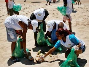 Limpeza de praias (Foto: Hera Santiago)