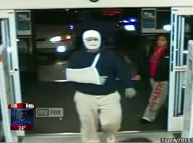 Ladrão roubou uma farmácia com o rosto enfaixado e com o braço em uma tipoia. (Foto: Reprodução/Fox)