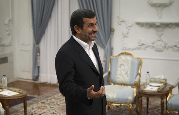 O presidente do Irã, Mahmoud Ahmadinejad, nesta quinta-feira (5) em Teerã (Foto: Reuters)