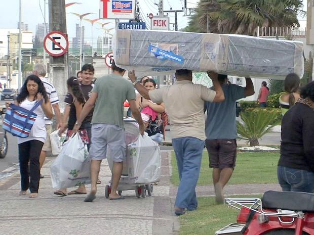 Lojas de FOrtaleza fazem liquidação (Foto: TV Verdes Mares/Reprodução)