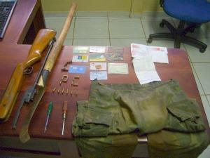 Objetos apreendidos com suspeitos de roubo, estupro e sequestro (Foto: Divulgação/Polícia Civil)