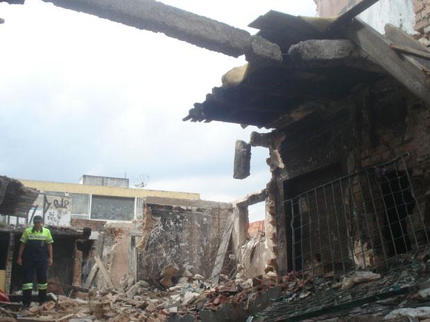 Paredes de prédio são demolidas na Cracolândia (Foto: Rafael Sampaio/G1)
