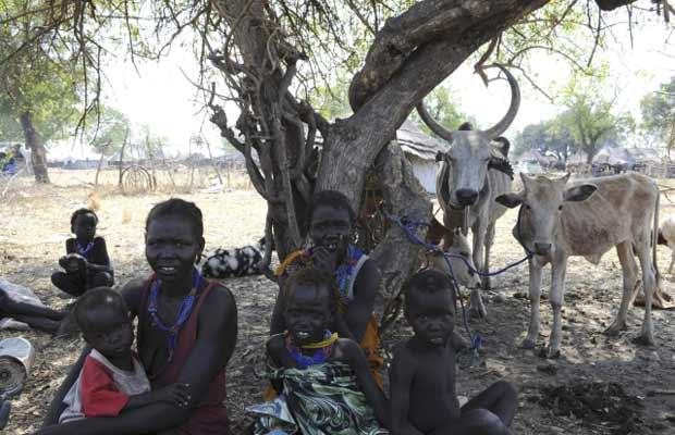 Desalojados internos em Pibor, no Sudão do Sul, nesta quinta-feira (5) (Foto: REUTERS/Isaac Billy/United Nations Mission in South Sudan)
