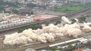 Galpões de antiga fábrica são implodidos em Benfica (Reprodução / TV Globo)