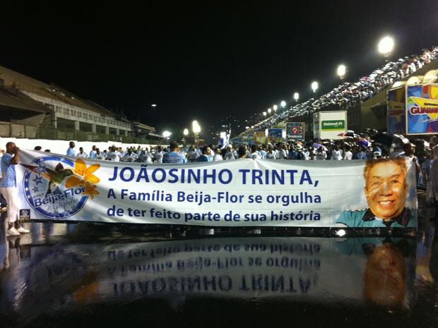 Beija-Flor homenageia Joãosinho Trinta em seu primeiro ensaio técnico (Foto: Rodrigo Vianna/G1)