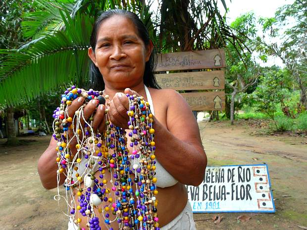 No local, o turista pode conhecer e comprar artesanato indígena (Foto: Carlos Eduardo Matos/G1 AM)