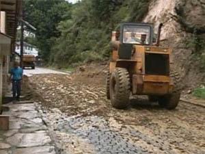 Barranco desliza no centro de Ouro Preto  (Foto: Reprodução/TV Globo)