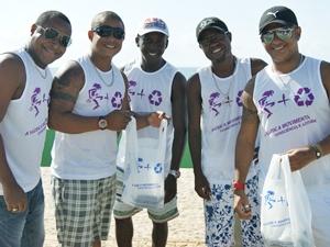 Grupo Paparicco participa de mutirão de limpeza de praias (Foto: Camila Suélen)