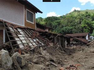 Cassa soterrada em Teresópolis (Foto: Tássia Thum/G1)