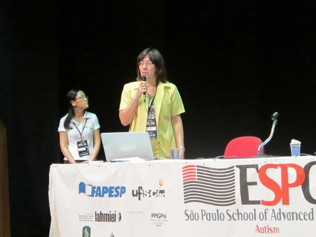 Maria Rita dos Passos Bueno durante palestra em São Carlos (SP). (Foto: Tadeu Meniconi / G1)