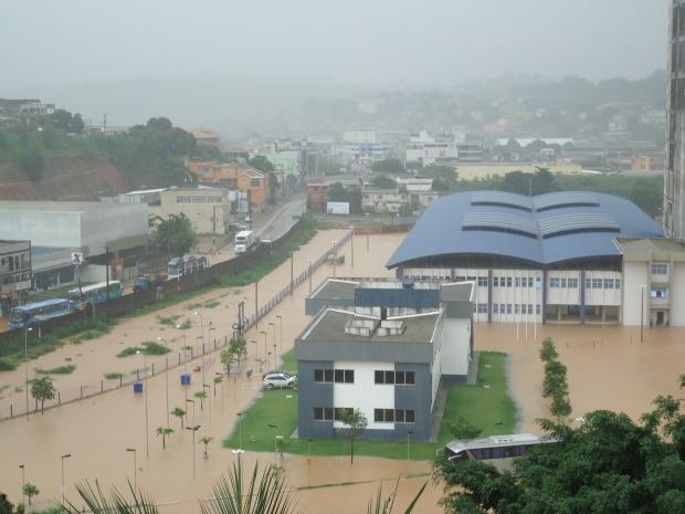 Campus do Instituto Federal do Espírito Santo (Ifes), em Itacibá, foi invadido pela água da chuva. (Foto: Suelen Sperandio/VC no ESTV)