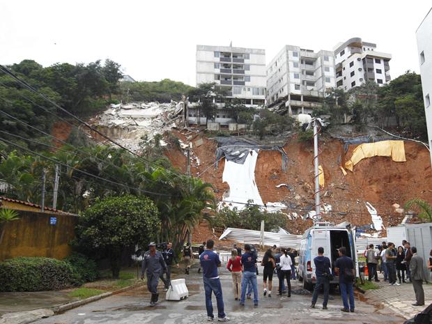 Edifício Vale dos Buritis desabou na manhã desta terça-feira (10). (Foto: Alex de Jesus/O Tempo/AE)