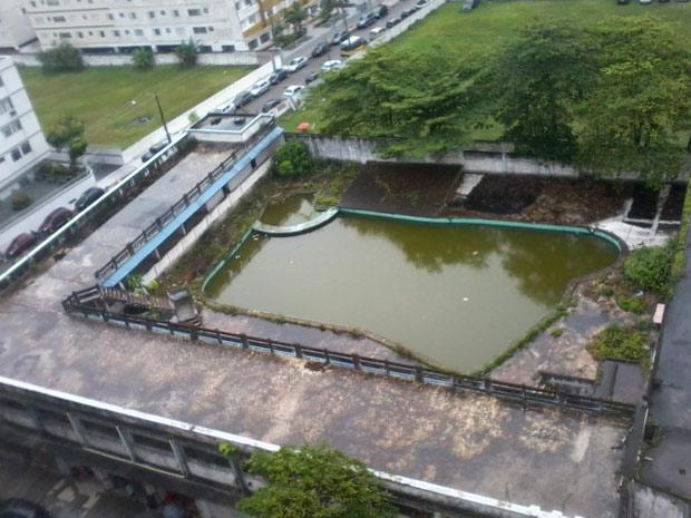 Piscina abandonada está sendo monitorada para evitar dengue, diz Secretaria de Saúde  (Foto: Arlindo Pinheiro Sousa Filho/VC no G1)