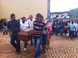 Sepultamento em Jamapará (Foto: Carolina Lauriano/G1)